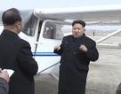 Lãnh đạo Kim Jong-un lái máy bay tự sản xuất trong nước