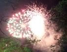 Người Hà Nội đội mưa xem bắn pháo hoa