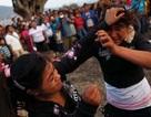 Phụ nữ Mexico đấm nhau vỡ mũi để... cầu mưa