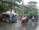 TPHCM nghỉ lễ trong mưa chuyển mùa