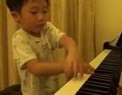 """""""Choáng"""" với clip trình diễn piano điêu luyện của cậu bé 5 tuổi"""