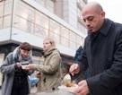 Người tị nạn Syria nấu ăn cho dân vô gia cư Berlin