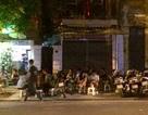 """Hà Nội: Xử phạt hàng loạt quán cà phê """"xẻ thịt"""" vỉa hè phố Ngô Quyền"""