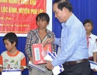 Tân Hiệp Phát trao tặng học bổng cho học sinh nghèo vượt khó học giỏi