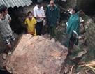 Núi lở đè sập 3 nhà dân