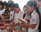 Sinh viên ĐH Vinh hào hứng tham gia ngày hội đọc sách