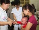 Nghệ An: Dịch sởi bùng phát, phụ huynh đổ xô đi tiêm phòng cho trẻ