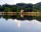 Phát hiện xác nam thanh niên nổi trên hồ nước