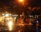 Nhiều tuyến phố thành sông, giao thông hỗn loạn sau trận mưa lớn