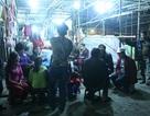 """Hà Nội: Hàng trăm tiểu thương trắng đêm """"bám chợ"""" trước ngày giải tỏa"""