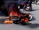 Cháy xe không phải do xăng dầu?!