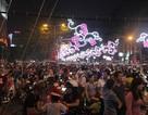 """Sài Gòn """"ngộp thở"""" đêm trước lễ Giáng sinh"""
