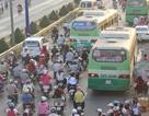 Xa lộ Hà Nội ùn ứ vì… xe buýt!