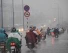 Hàng ngàn người trở về TPHCM trong cơn mưa tầm tã