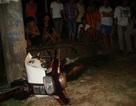 Ngồi chơi trước cổng nhà, bị xe ô tô tông chết