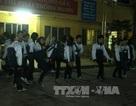 Học sinh THPT tập Thể dục vào buổi... tối!