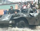 Thái Nguyên: Ngập úng nặng, phải điều xe lội nước chở thí sinh