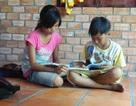 Hai chị em nghèo côi cút hiếu học