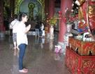 Sĩ tử ghi ước nguyện lên chuông chùa