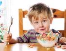 """Người lớn nên """"học"""" 5 thói quen ăn uống của trẻ"""