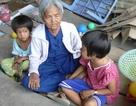 Thương cảnh vô gia cư của bà lão tuổi 80 cùng 2 đứa cháu nhiễm H