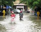 Hà Nội: Biển nước bủa vây Bệnh viện 19-8