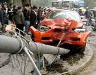 """Hà Nội: Xế hộp BMW tông xe Mazda, """"hạ gục"""" cột đèn"""