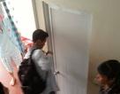 Trốn vào phòng vệ sinh để đọc lời giải vào phòng thi