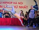 Bạn trẻ cởi phăng áo, cuồng nhiệt với vũ điệu hiphop