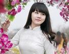 Ngắm nữ sinh Phạm Hồng Thái tinh khôi giữa vườn hoa