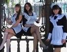 Nữ sinh Nga hóa cô hầu bàn xinh đẹp trong ngày tốt nghiệp
