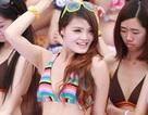 10.000 thiếu nữ mặc bikini xếp hình rắn khổng lồ