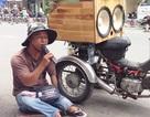 Dân mạng khâm phục nghị lực chàng ca sĩ tật nguyền bán vé số