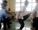 Giật mình cảnh dùng bạn làm dây nhảy trong lớp