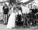 Chuyện tình của một cô gái xinh đẹp với chàng trai bị liệt cả hai chân