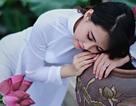 Nữ sinh trường Quốc gia dịu dàng bên hoa sen