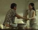 Xúc động clip người mẹ trèo đèo lội suối để nấu bữa cơm cho con