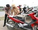 Dịch vụ sang tên đổi chủ xe mọc lên như nấm ở Hà Nội