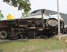 Xe tải tông liên hoàn hai ô tô trên đại lộ rồi... lật ngang