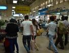 Đông đảo hành khách làm thủ tục về Tết muộn tại sân bay  Tân Sơn Nhất