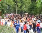 Hàng ngàn người đổ về các khu vui chơi dịp nghỉ lễ