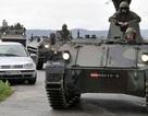 Áo huy động đặc nhiệm, xe thiết giáp bắt kẻ xả súng giết 4 người