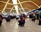 Tiếp viên sân bay Thượng Hải bất ngờ nhảy flashmop tưng bừng
