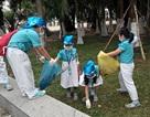 Học trò ra quân thu gom rác để học sống xanh