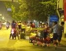 Hà Nội: Nhộn nhịp họp chợ... giữa lòng đường