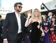 Miley Cyrus đẹp đôi bên chồng dự công chiếu phim Avengers: Endgame
