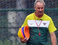 HLV Alfred Riedl tái xuất với bóng đá Đông Nam Á