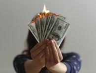 Hạnh phúc có thể mua được bằng tiền? Chia sẻ của chàng trai có bố giàu top 1 thế giới