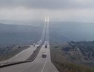 """Cao tốc dẫn thẳng lên """"thiên đường"""" và những khoảnh khắc khó tin nhưng có thật"""