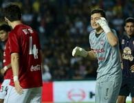 Đặng Văn Lâm mắc sai lầm, Muangthong United thua trận tại Thai-League